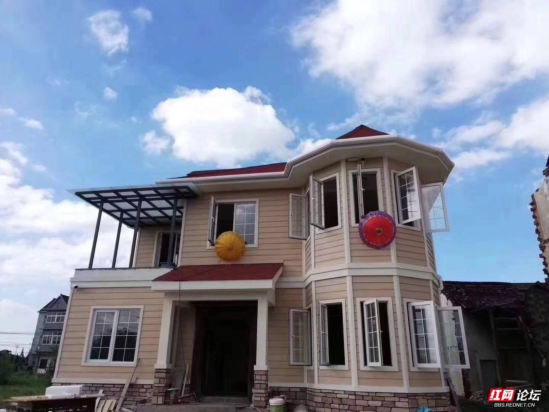 私人自建的装配式钢结构别墅成了乡村一道道亮丽的风景线.