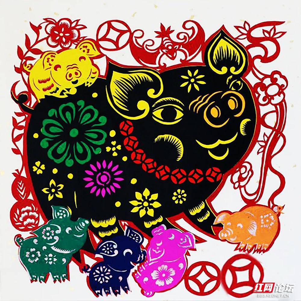 25--马丽娅剪纸艺术作品--猪年之乐.jpg图片