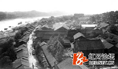 上世纪70年代的沅陵老城东关街.jpg