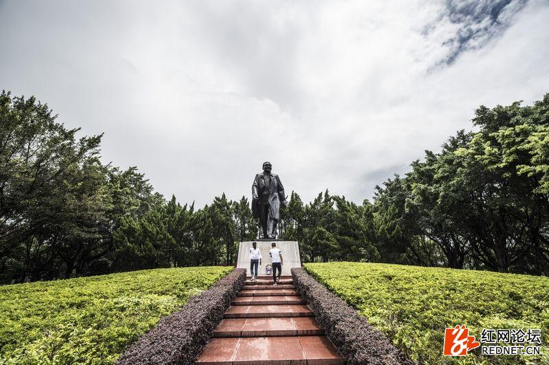 nEO_IMG_深圳莲花山小平铜像广场 (2).jpg