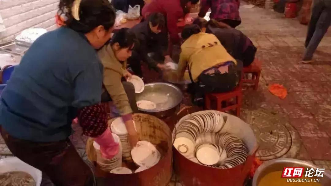 农村摆宴席,洗碗.jpg